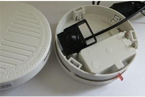 comment installer une cam ra cach e dans un d tecteur de fum e. Black Bedroom Furniture Sets. Home Design Ideas